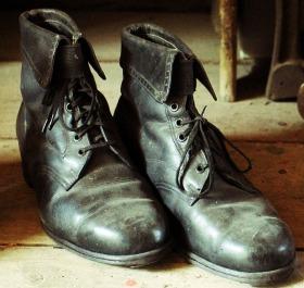 下駄箱に入れておいた革靴を久しぶりに履こうとしたら、カビがたくさん生えていた\u2026。そんな経験は、多くの方がされたことがあるのではないでしょうか。
